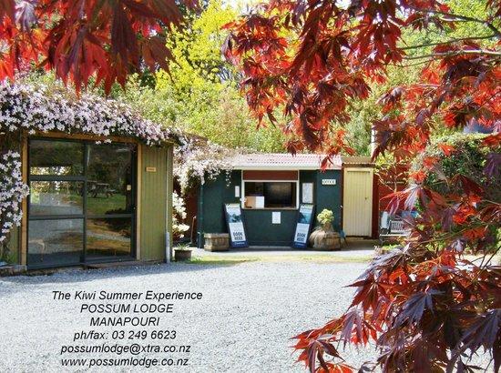 Possum Lodge : Reception - driveway