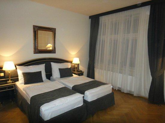 Hotel Elysee: Кровати, ну очень узенькие :-)