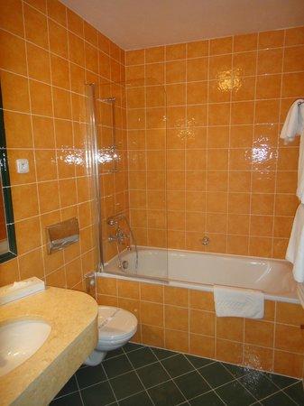 Hotel Elysee: Ванная комната