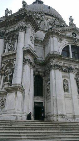 Basilica di Santa Maria della Salute: Entrance