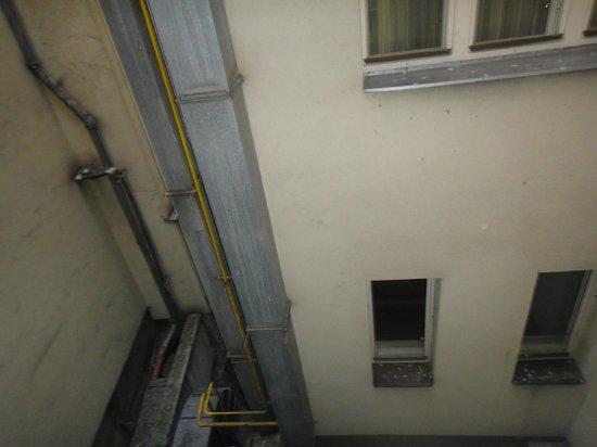 Hotel Elysee: Вид из окна