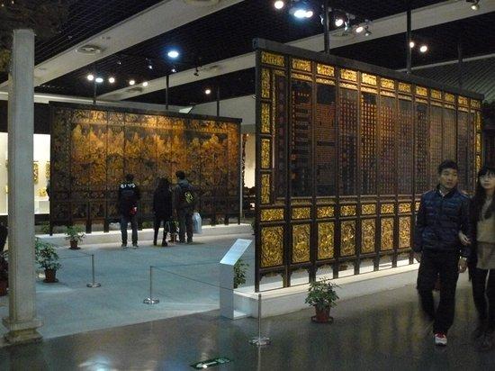 Guangdong Museum : экспонат из камня