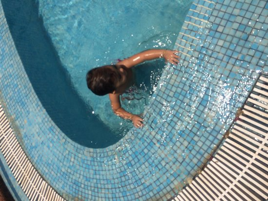 The Raviz Resort and Spa, Ashtamudi : At the pool