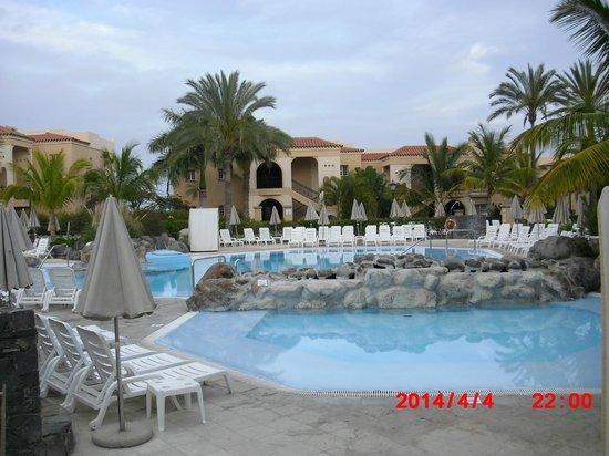 Palm Oasis Maspalomas: More pool area