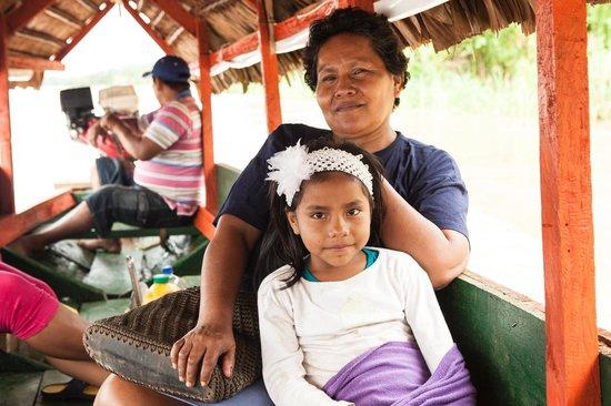 Libertad Jungle Lodge: Boat journey, in family (courtesy Connie Tsang)