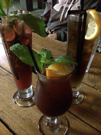 Bolero Tapas Bar & Restaurant: Sangria, long island iced tea and berry mojito!