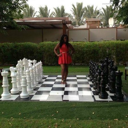 Jumeirah Zabeel Saray: oversized chess board in gardens