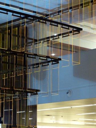 Holiday Inn Porto Gaia : Moderne, gut bestückte Bar