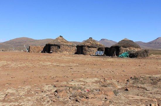Sani Pass : Three little huts