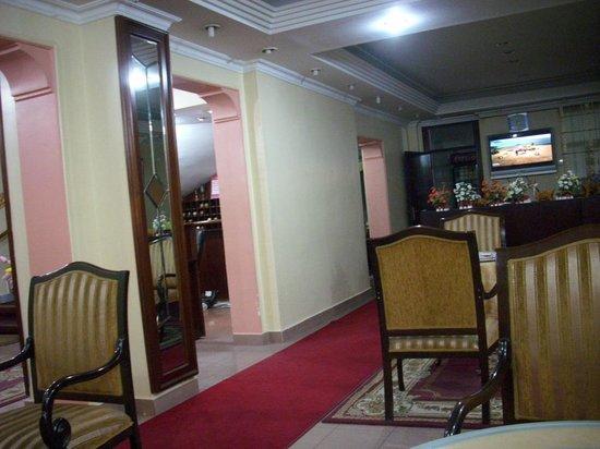 Hotel Emek: Sejour le jour, salle à manger le matin.