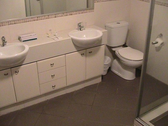 Verandah Apartments Perth: Master bedroom's toilet