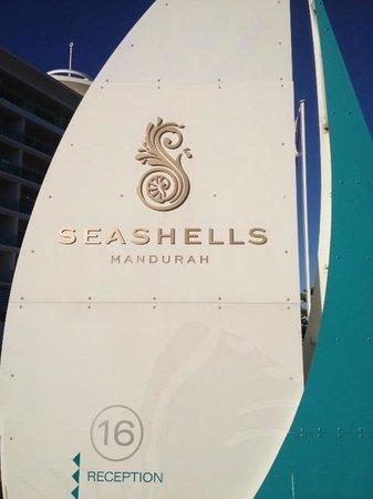 Seashells Mandurah: Seashells resort entry