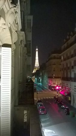 Hotel Elysees Union: View of the tower from the room
