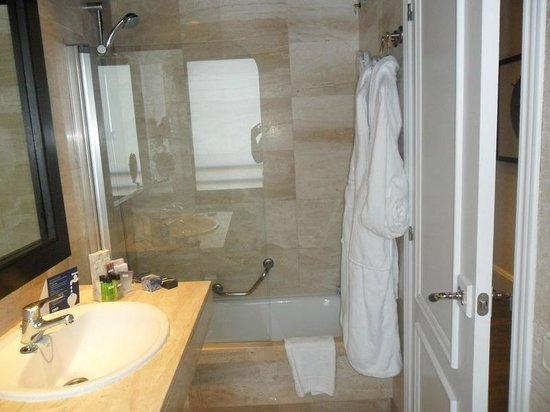 H10 Montcada Boutique Hotel: Salle de bains