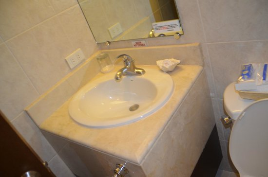 Royal Bellagio Hotel : bathroom sink