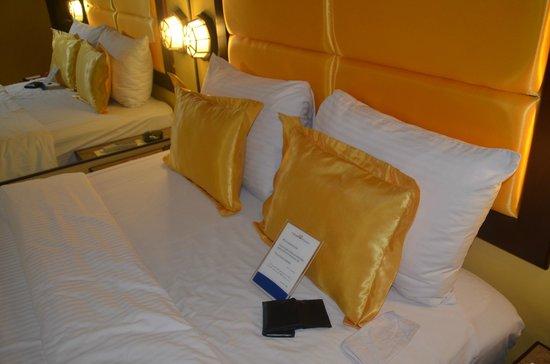 Royal Bellagio Hotel : bed