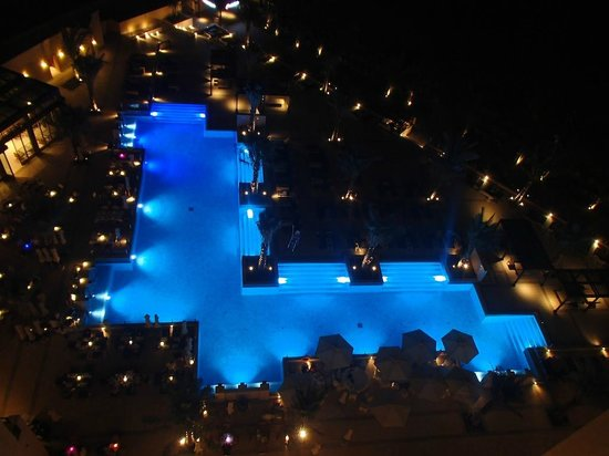DoubleTree by Hilton Resort & Spa Marjan Island: View from Adult Only Roof top Bar overlooking the Small Pool