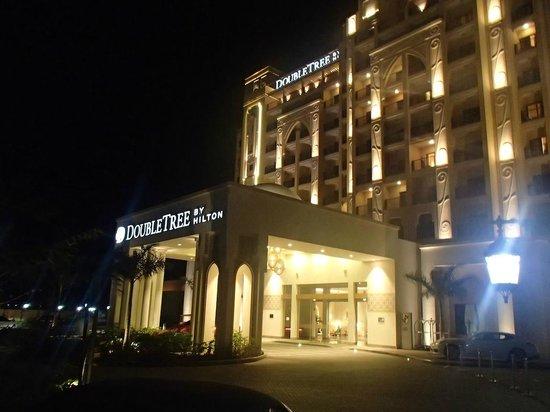 DoubleTree by Hilton Resort & Spa Marjan Island: Lobby Entrance