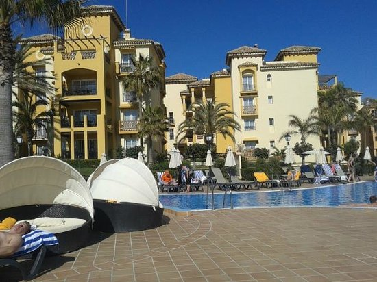 Marriott's Marbella Beach Resort: Il resort dalla piscina