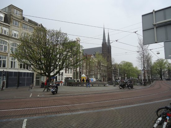Amsterdam Waterfront Hotel: The hotel is situated next to the church