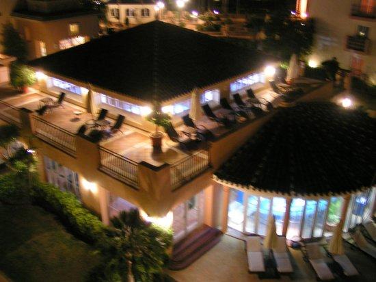 Marriott's Marbella Beach Resort: la piscina coperta di notte