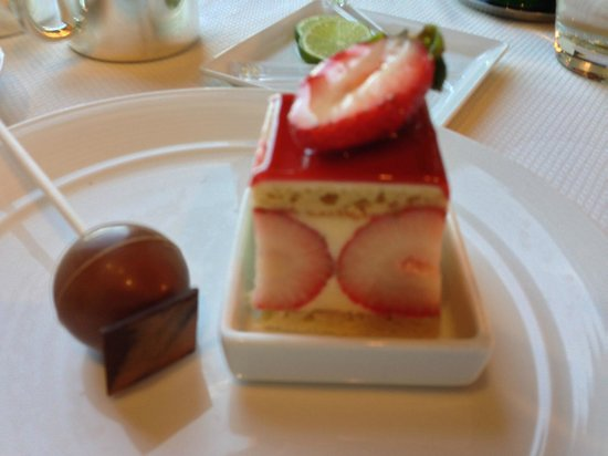 The Country Club: Desserts from the bufft