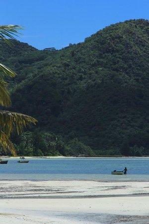 Beach Villa Seychelles: the view on the beach, looking left