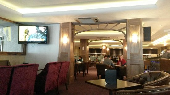 Academy Plaza Hotel: Hotel bar & restaurant