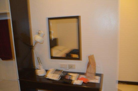 24H City Hotel: mirror