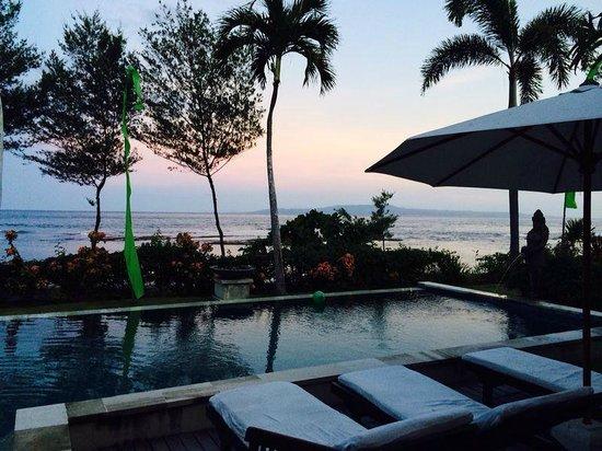 Villa Puri Purnama: Sunset around the pool