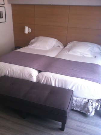 Hotel Barcelona Catedral: Spacious room