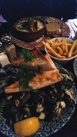 The Old Storehouse Bar & Restaurant: Seafood Chowder and Mussels