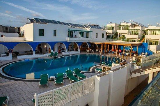 Blue Sea Los Fiscos: Pool area