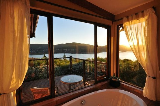 Elephant Hide of Knysna Guest Lodge: What a view from your bath!