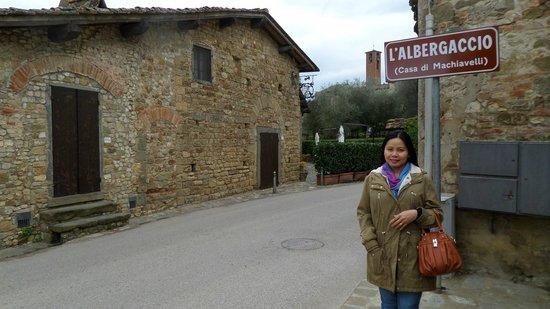Villa Machiavelli Ristorante Albergaccio dal 1450: in front of the restaurant