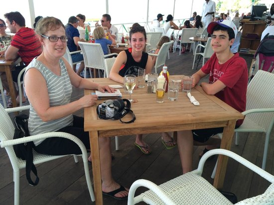 Mullins Beach Bar: Our table with the sea in the background.