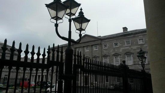 Museo Nacional de Arqueología de Irlanda: Outside the museum