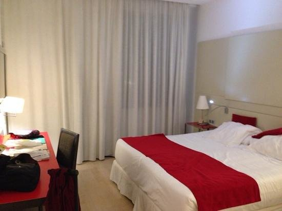 Grupotel Gran Via 678: Spacious, very clean and comfortable.