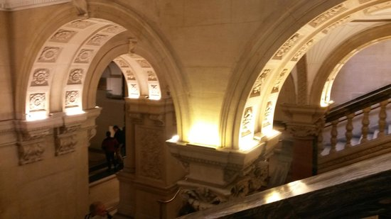 Museo Nacional de Arqueología de Irlanda: One of the stairwells inside the museum