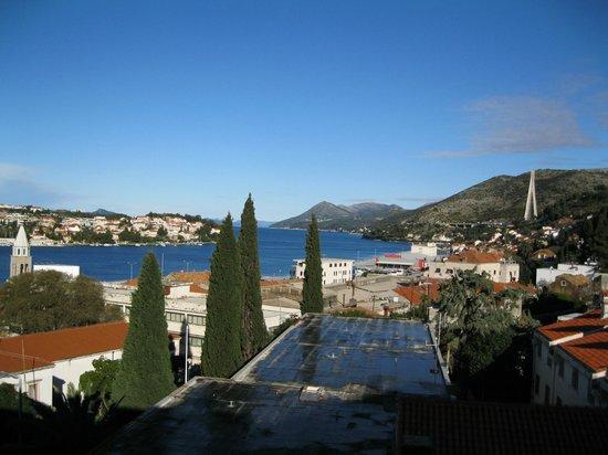 Berkeley Hotel: View from our balcony of Gruz Harbor