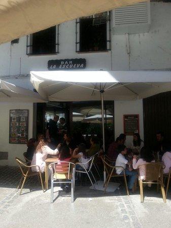 Setenil de las Bodegas, España: muy bueno todo... hay que ir temprano para coger buen sitio....terraza agradable...