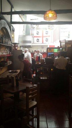 Trattoria Nuraghe: Cucina in fondo