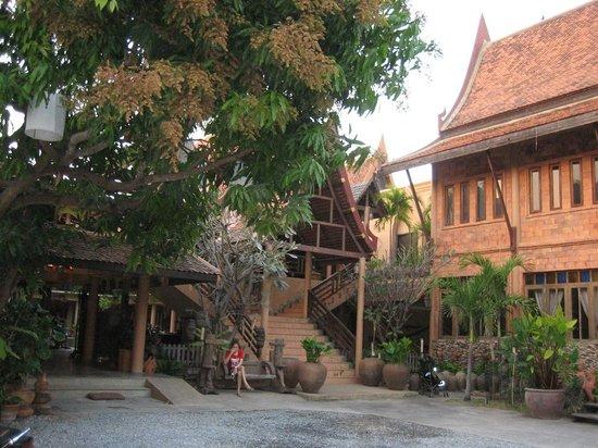 Ruean Thai Hotel: Hoteleinfahrt