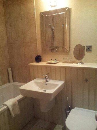 Whitley Hall Hotel : Bathroom.huge bath