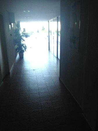 MedPlaya Hotel Bali: hallway to pool