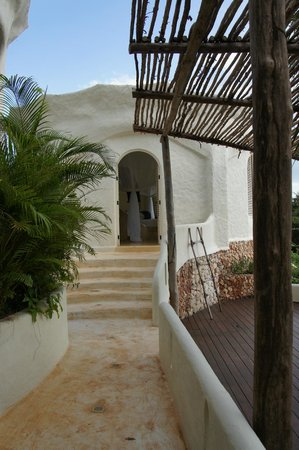 Kilindi Zanzibar: Pathway between bedroom and bathroom