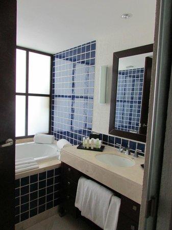 The Westin Lagunamar Ocean Resort Villas & Spa, Cancun : tub