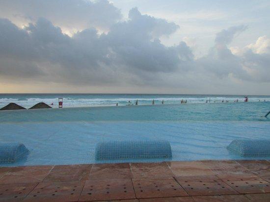 The Westin Lagunamar Ocean Resort: Infinity pool