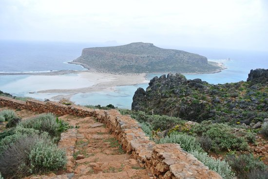 Kissamos, Grecia: The view from the walking path down to the beach