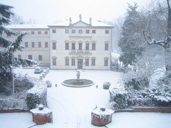 Charming Hotel Villa Soranzo Conestabile : Visione invernale.